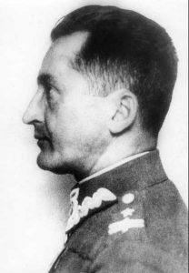 Gen. bryg. August Emil Fieldorf, budował struktury organizacji NIE, powołanej do stawienia oporu okupacji radzieckiej, ofiara mordu sądowego w 1953 r. /Wikipedia/